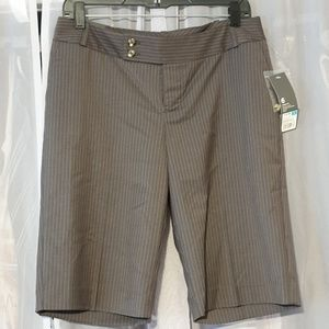 Nossimo short modern fit size 6 (R)